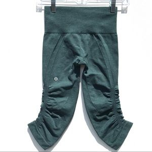 Lululemon in the flow crop Pants 2 leggings rare